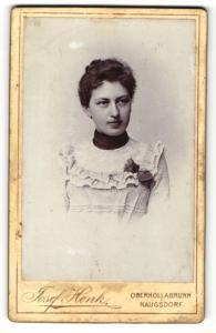 Fotografie Josef Henk, Oberhollabrunn & Haugsdorf, Portrait junge Frau mit zusammengebundenem Haar