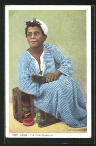 AK Cairo, The little Shoeblack, arabischer Handwerker-Schuhmacher