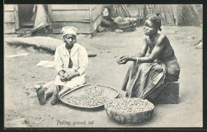 AK Peeling ground nut, Afrikanerinnen knacken Nüsse