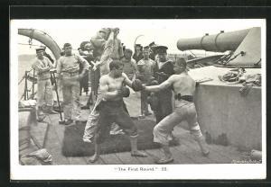 AK The First Round, Matrosen boxen an Deck eines Kriegsschiffes