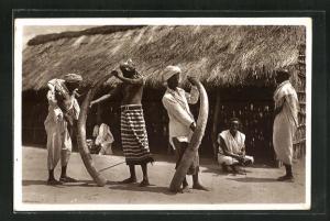 AK Afrikanaische Jäger mit Elefantenstosszähnen