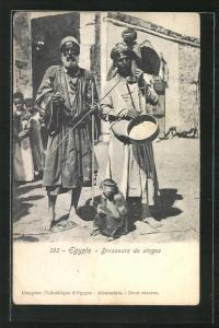 AK Ägyptische Strassennmusiker mit dressierten Affen