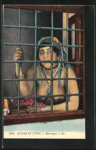 AK Mauresque, arabische nackte Frau hinter einem Gitterfenster