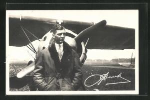 AK Pilot Alfred Combe vor seinem Flugzeug