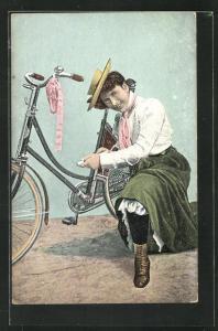 AK Fahrradfahrerin zeigt Bein