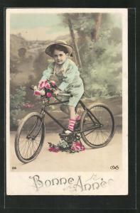 AK Knabe mit Blumenstrauss auf seinem Fahrrad