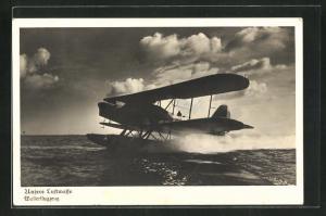 AK Wasserflugzeug der Luftwaffe beim Start