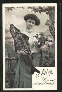 AK Junge Frau hält Fisch und Blumen in den Händen, Gruss zum 1. April