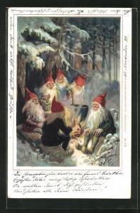 AK Zwerge sitzen zusammen im nächtlichen Wald um eine Feuerstelle mit Suppentopf herum