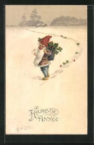 AK Zwerg stapft mit Glücksklee und Fliegenpilzen durch den Schnee, Heureuse Année, Neujahr