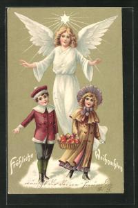 Präge-AK Weihnachtsengel hebt segnend die Hände über die zwei Kinder, Fröhliche Weihnachten