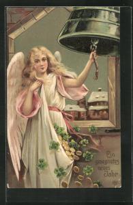 Präge-AK Neujahrsengel läutet die Glocke zum Jahreswechsel und lässt Geldmünzen und Klee regnen