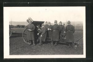 AK Schweizer Schützen stehen an einer Haubitze