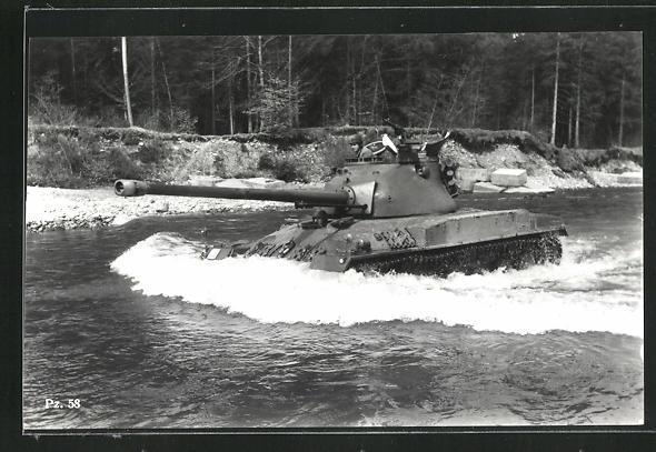 AK Schweiz. mittelschwerer Kampfpanzer Pz. 58 fährt durch Wasser 0