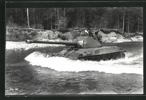 AK Schweiz. mittelschwerer Kampfpanzer Pz. 58 fährt durch Wasser