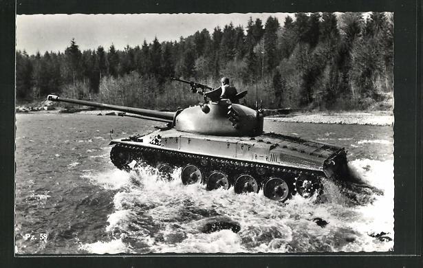 AK Schweiz. mittelschwerer Kampfpanzer Pz. 58 u. Soldat in Uniform 0