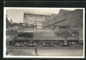 AK englische Eisenbahn, 10621, Lokomotive mit Zugführer