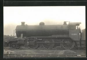 AK englische Eisenbahn, 1666, Lokomotive mit Zugführer