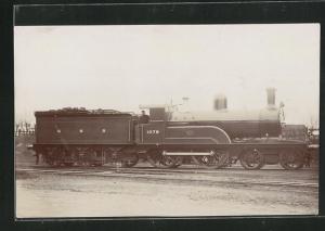 AK englische Eisenbahn, 1079, G N R, Lokomotive mit Kohlentender und Zugführer
