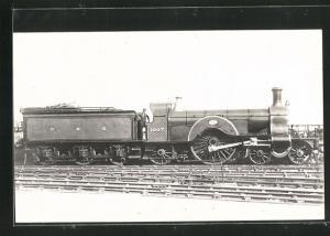 AK englische Eisenbahn, 1007, G N R, Lokomotive mit Kohlentender und Zugführer
