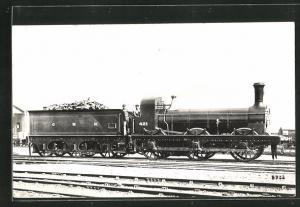 AK englische Eisenbahn, 421, G N R, Lokomotive mit Zugführer und Kohlentender