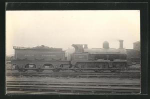 AK Englische Eisenbahn No. 65 fährt ins Bahnhofsgelände ein