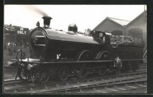 AK englische Eisenbahn der Gesellschaft MR mit Kennung 235 und Lokführer
