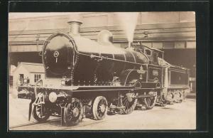 AK englische Eisenbahn mit Kennung 5000 im Bahnhof stehend