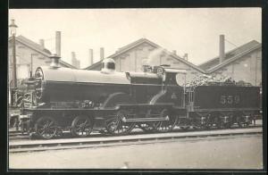 AK englische Eisenbahn mit Kennung 559 im Bahnhof