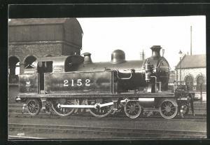 AK englische Eisenbahn mit Kennung 2152 im Bahnhof stehend