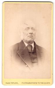 Fotografie A. & G. Taylor, Manchester, alter Mann im Anzug mit Kotletten