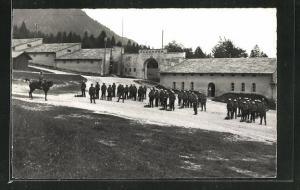 AK Maienfeld, Soldaten vor der Festung Luziensteig