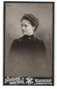 Fotografie Hans Klüpfel, Würzburg, Portrait dunkelhaariges Fräulein mit Dutt