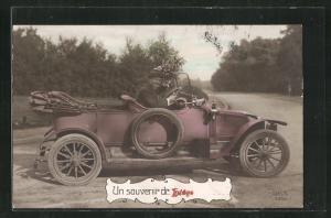 AK Liege, Mann mit Hut und Blumen im Renault