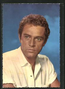 AK Schauspieler Richard Burton im Sommerhemd