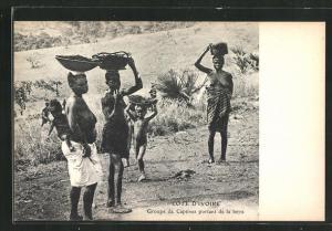 AK Cote D'Ivoire, Groupe de Captives portant de la terre