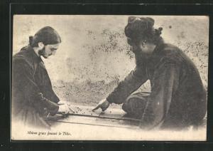 AK Tilla, Moines grecs jouant