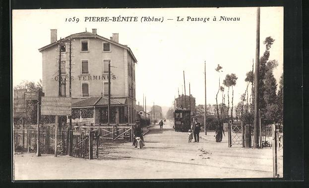 AK Pierre-Bénite, Le Passage á Niveau 0