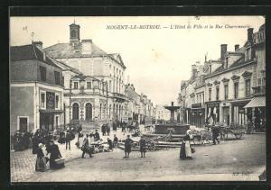 AK Nogent-le-Rotrou, L`Hotel de Ville et la Rue Charronnerie