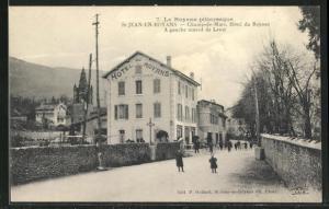 AK Saint-Jean-en-Royans, Champ-de-Mars, Hotel du Royans, A gauche massif de Lente