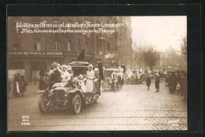 Foto-AK Metz, Voitures de nos Genereaux envahies parles Messines, Fete de la Liberation d`Alsace