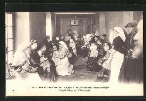 AK Issy-les-Moulineaux, Le Secours de Guerre au seminaire Saint-Sulpice, Distribution de Vetements