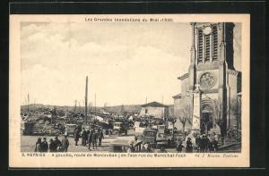 AK Reynies, A gauche, route de Montauban, en face rue du Marechal-Forch, Les Grandes Inondations du Midi, 1930