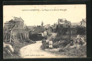 AK Sailly-Laurette, La Place et la Rue de Ribaudel, kaputte Holzhäuser
