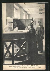 AK Sèvres, Manufacture Nationale, Atelier de demonstration-Un Tourneur