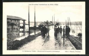 AK Villemur, Vallèe du Tarn-Route de Villaudric à Villemur, Les Grandes Inondations du Midi 1930