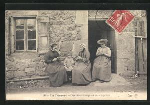 AK La Louvesc, Ouvrières fabriquant des chapelets