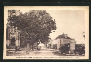 AK Lèvignac-de-Guyenne, Avenue de l`Eglise-Monument aux Morts de la Guerre
