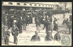 AK Vichy, La Gare-Arrivèe des Voyageurs