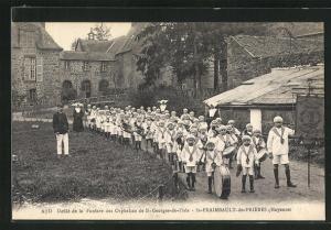 AK St-Fraimbault-de-Prieres, Defilé de la Fanfare des Orphelins de St-Georges-de-l`Isle